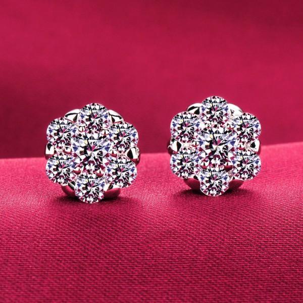 Snow Shape 0.6 Carat ESCVD Diamonds Fashionable Women Earrings