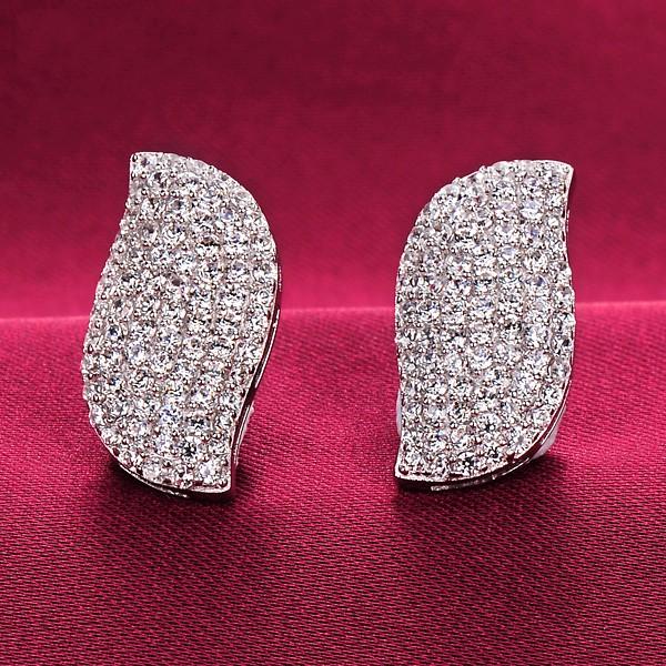 Sparkling 1.0 Carat ESCVD Diamonds Fashionable Women Earrings