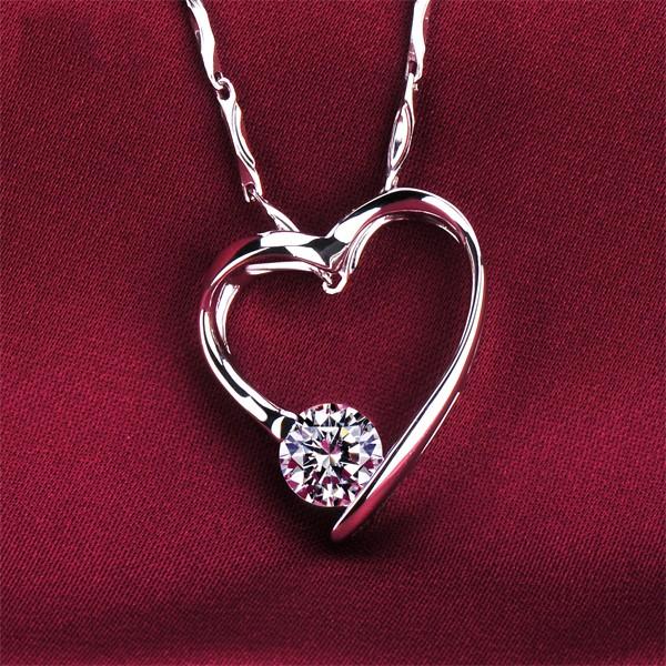 Heart Shape 0.5 Carat ESCVD Diamonds Fashionable Women Necklaces Gift Necklaces
