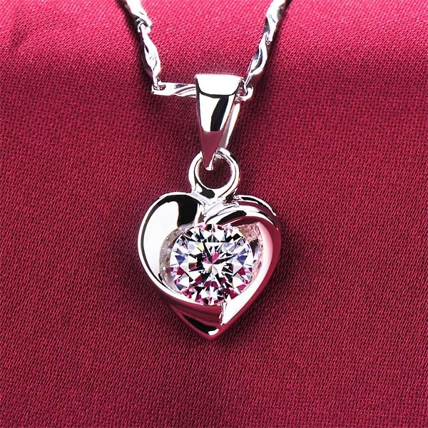 Heart Shape 0.6 Carat ESCVD Diamonds Fashionable Women Necklaces Gift Necklaces